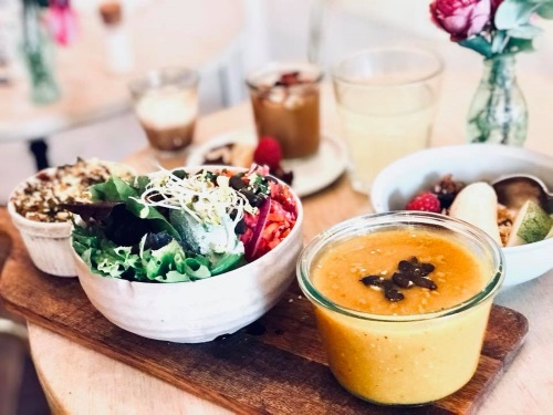 La formule vegan est composée d'une variété de petits plats.