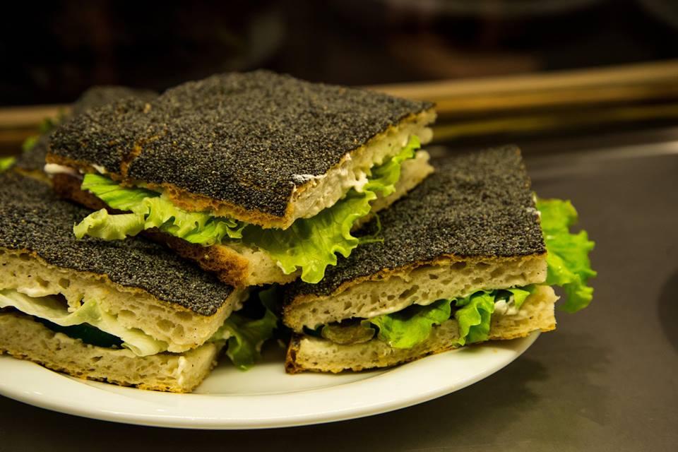 Toutes les salades du restaurant Vert Midi sont composées de produits frais, bio et responsables.